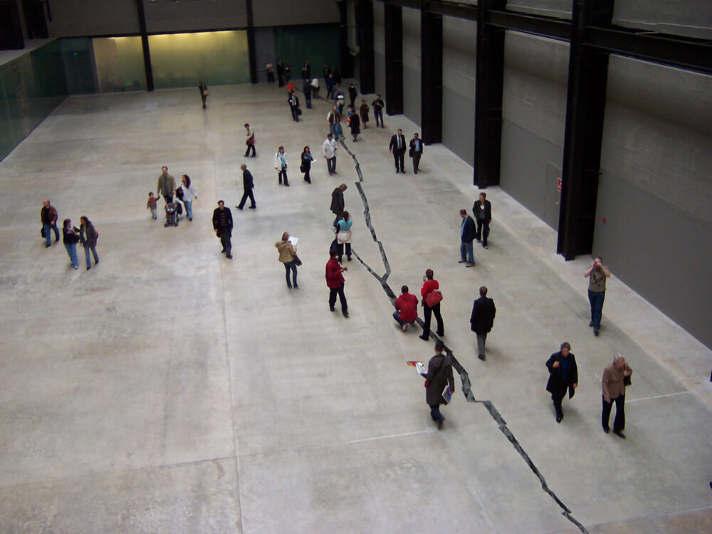 Doris Salcedo, Tate modern gallery, Shibboleth IV